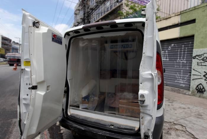 Carga roubada era composta por alimentos como carne, requeijão e iogurte, e estava avaliada em R$ 3,2 mil