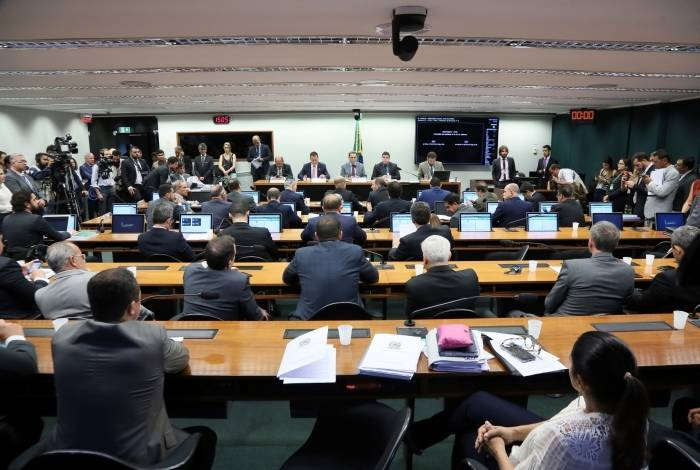 Deputados se reúnem para discutir pacote anticrime