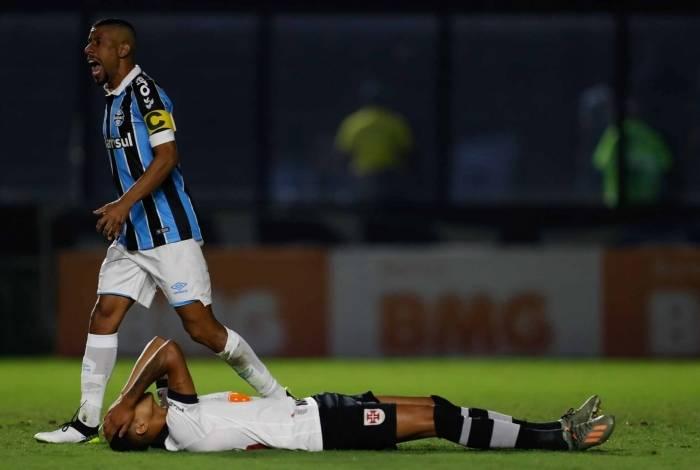 Na véspera do Dia das Bruxas, Vasco teve uma noite de pesadelos e ficou mais distante do G-6 com a derrota para o Grêmio