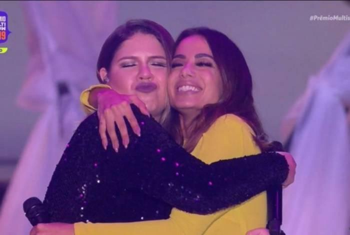 Anitta e Marília Mendonça lançaram Some Que Ele Vem Atrás durante o Prêmio Multishow