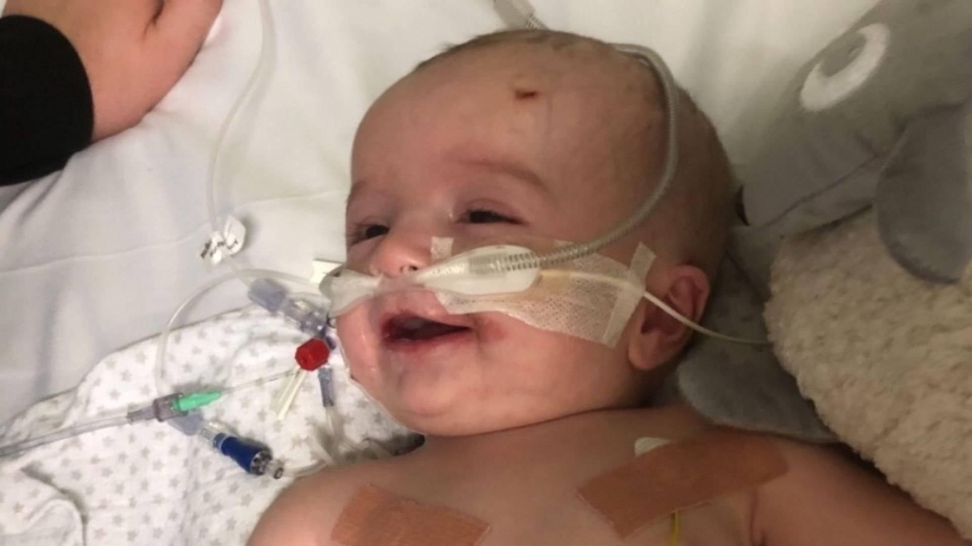 100 Felicidade Após Sete Meses Em Coma Bebê Acorda E