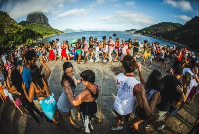 Aulão de reggeaton e salsa cubana com o grupo Rueda de Janeiro