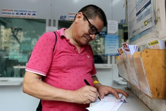 Rio de Janeiro 31/10/2019 - Apostas de loterias terão aumento no ano que vem. Na foto acima Francisco de Assis Sobrinho. Foto: Luciano Belford/Agencia O Dia