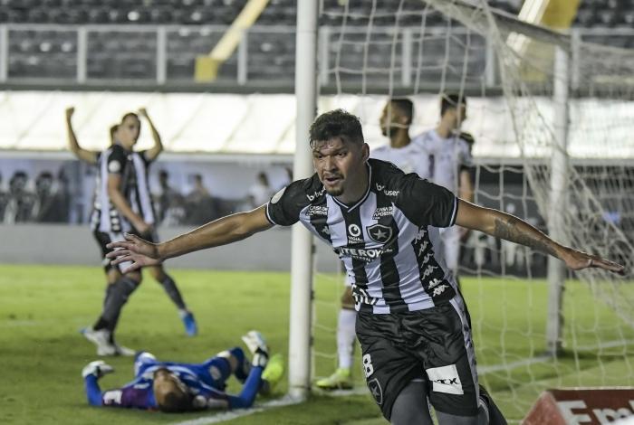 Igor Cássio comemora o seu gol para o Botafogo, que, no entanto, teve pouco para festejar na goleada sofrida para o Santos na Vila Belmiro