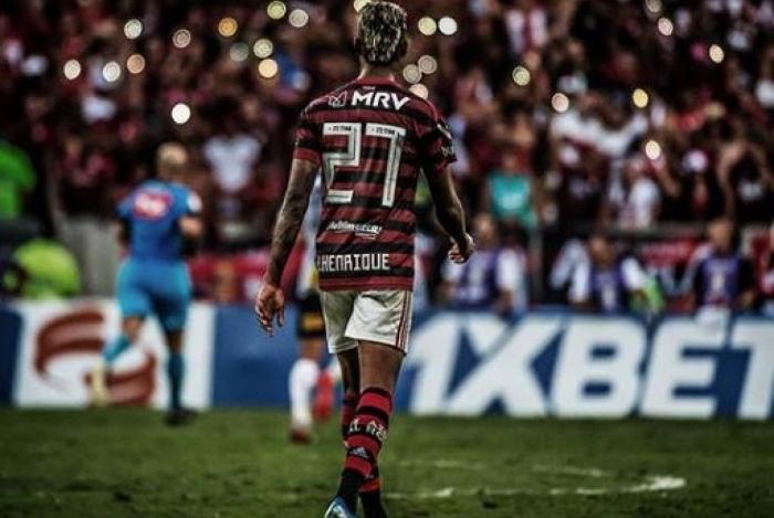 Bruno Henrique em ação com a camisa do Flamengo contra o Corinthians