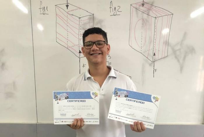 O aluno Yan Santos Zanon da Rocha estuda o terceiro ano do curso Técnico de Edificações