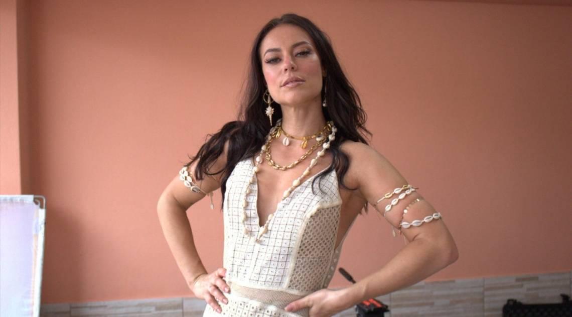 Paolla Oliveira participa de gravação de clipe da Grande Rio