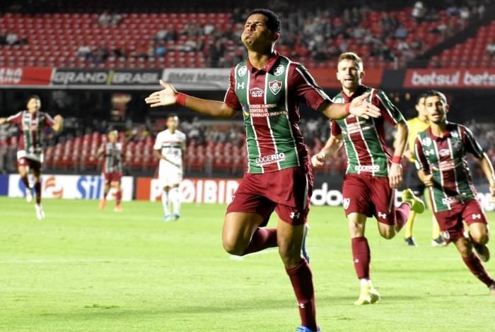 O garoto Marcos Paulo festeja o segundo gol do Flu, em bela jogada de Caio Henrique