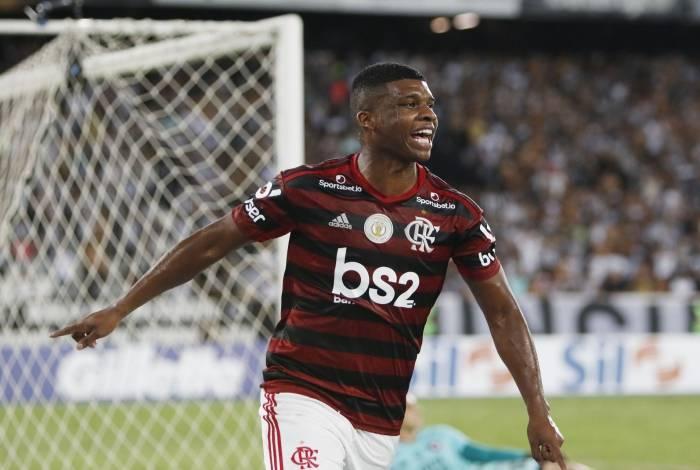 Estrela de Lincoln brilhou contra o Botafogo e Fla está perto do hepta