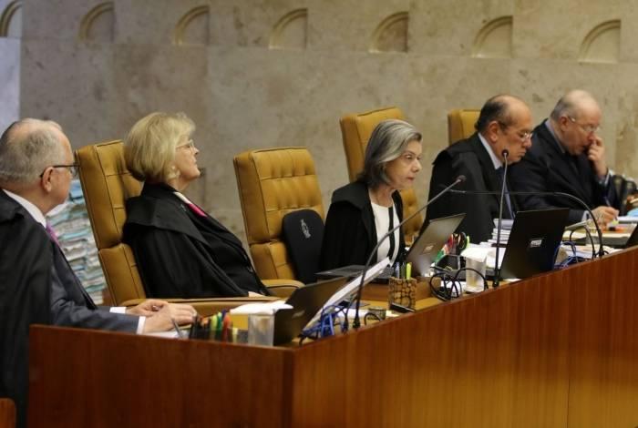 Ministros Roberto Facchin, Rosa Weber,  Carmem Lúcia, Gilmar Mendes e Celso de Mello, durante sessão de julgamento sobre a constitucionalidade da execução provisória de condenações criminais, conhecida como prisão após segunda
