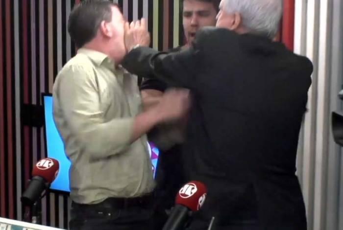 Jornalistas saíram no tapa durante o programa