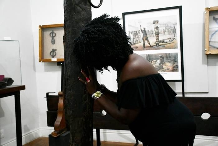 A assistente social Mônica da Silva Santos se emocionou ao pensar nos bisavós escravizados.