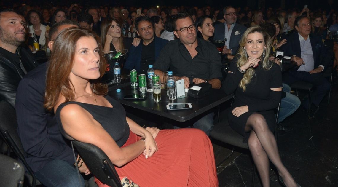 Maria Fernanda assiste ao show do marido na primeira fila