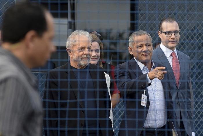 Lula deixa a sede da Polícia Federal em Curitiba