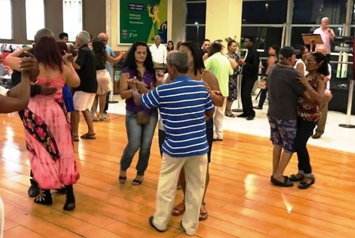 Caxias Shopping celebra aniversário com baile gratuito