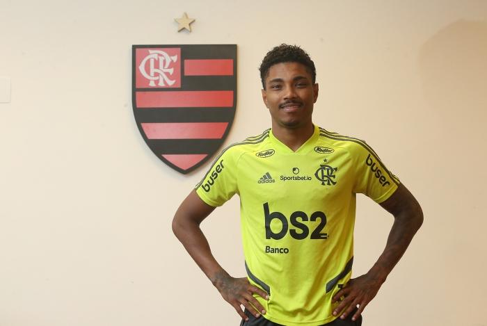 Alto investimento deve manter Vitinho no Flamengo