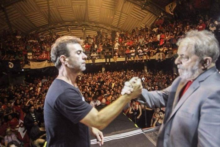 O deputado Marcelo Freixo, pré-candidato a prefeito, usou a foto acima com Lula na rede social