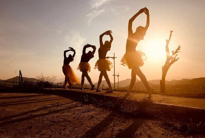 Bailarinas e artistas em geral do Complexo do Alemão estão nos cliques de Josiane Santana