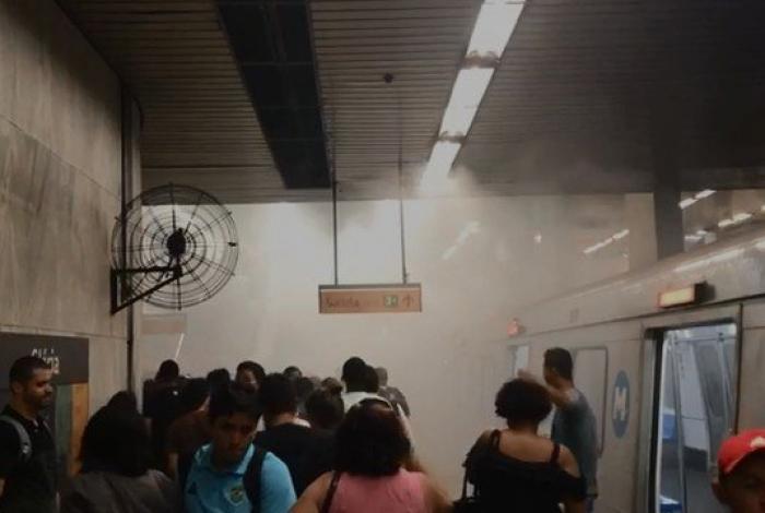 Fumaça na estação Glória do metrô assusta passageiros na noite de sexta-feira