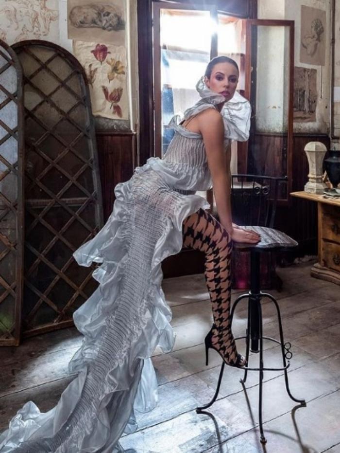 Vivi Guedes tem um perfil nas redes sociais com vários ensaios de moda