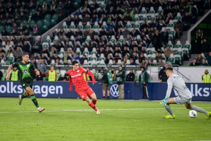 Paulinho fez o gol que assegurou a vitória do Bayer Leverkusen, que vinha sendo pressionado na reta final da partida