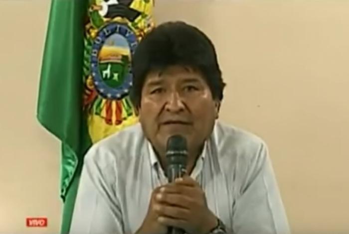 Evo Morales anunciou pela TV sua renúncia à Presidência da Bolívia