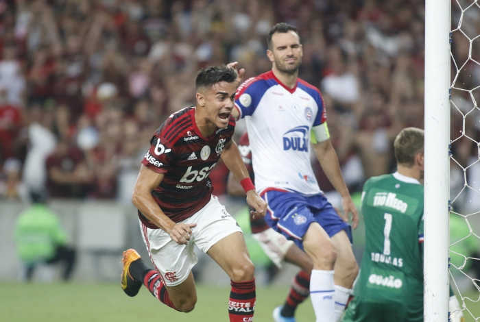 Reinier, de cabeça, marcou o primeiro gol do Flamengo sobre o Bahia