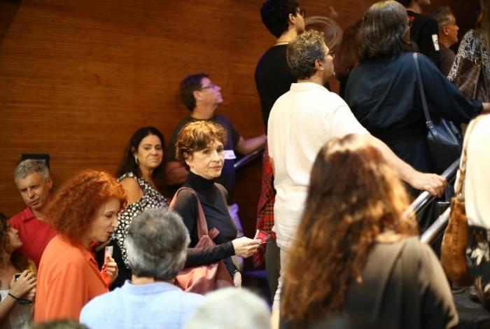 Natália do Valle na plateia da peça 'Antígona'