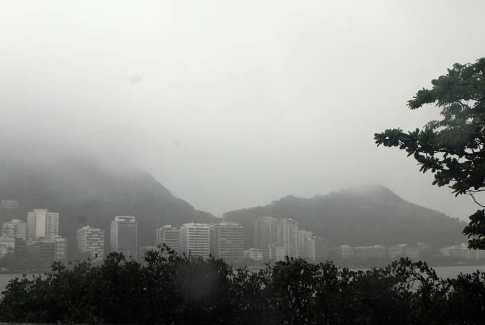 Lagoa Rodrigo de Freitas durante a chuva desta segunda-feira