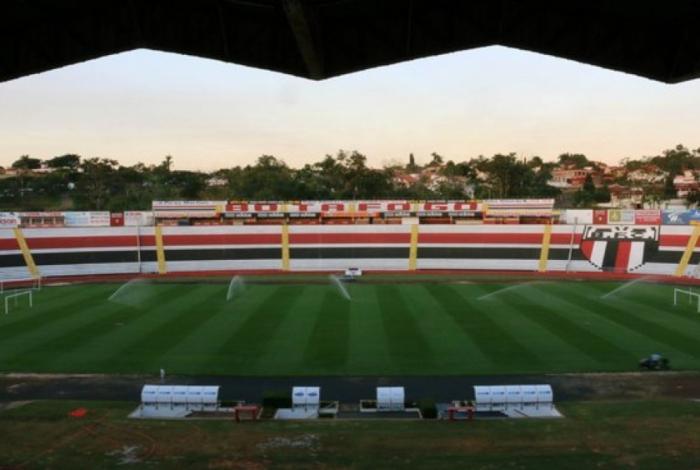 Botafogo-SP e Sport medem forças no estádio Santa Cruz