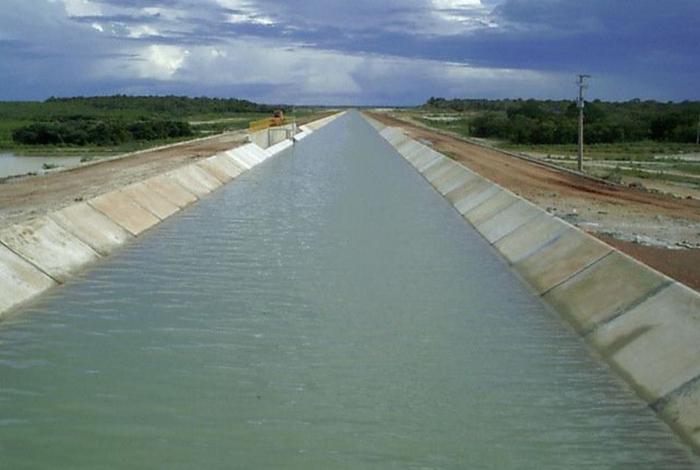 Vista geral do canal de transposição do Açude Castanhão, no Ceará.