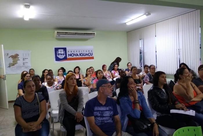 Os alunos acompanham atentamente as aulas do professor