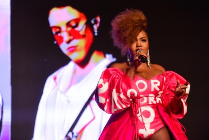 Gaby Amarantos participa de premiação em SP