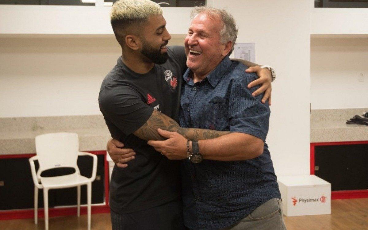Gabigol e Zico se abraçam: grandes ídolos da  equipe rubro-negra de  gerações diferentes