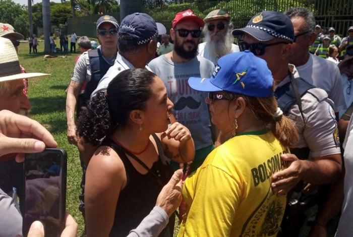 Embaixada da Venezuela no Brasil foi invadida por apoiadores do líder da oposição venezuela, Juan Guaidó, na manhã desta quarta-feira
