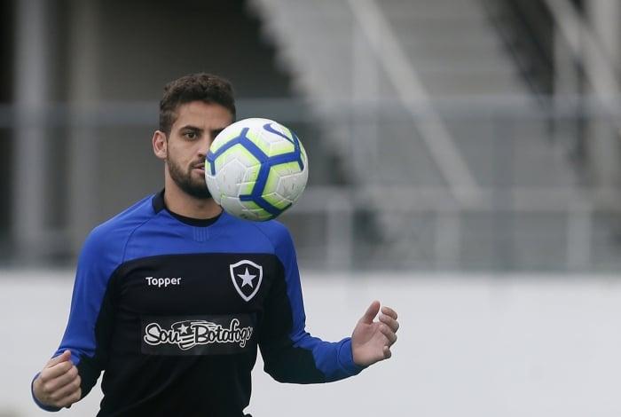 O zagueiro Gabriel é um dos atletas mais regulares do Botafogo na temporada