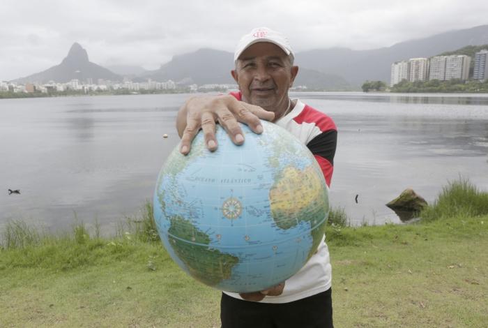 Rio,13/11/2019 -LAGOA- Torcedor do Flamengo, que viajou para o Chile na final da Libertadores de 1981 e Mundial do Japao do mesmo ano.Na foto, Moraes .Foto: Cléber Mendes/Agência O Dia
