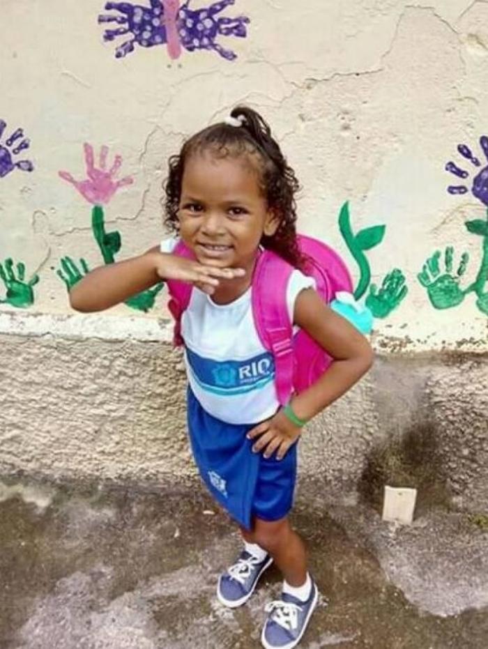 Ketellen, 5 anos, foi vítima de bala perdida após homens em um carro passarem atirando em praça de Realengo. Ela não resistiu e morreu no hospital