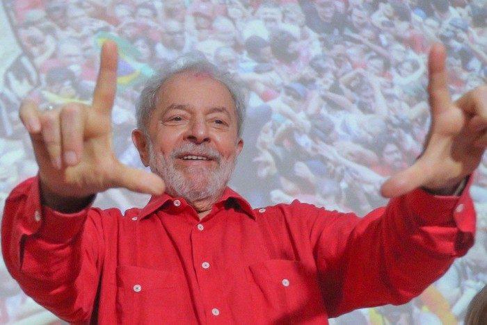 Lula e Gleisi Hoffmann em reunião do PT na Bahia