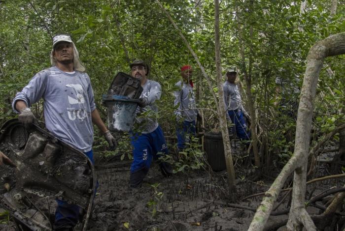 O Projeto LimpaOca recomeçou em 2014 com a limpeza da Baía de Guanabara
