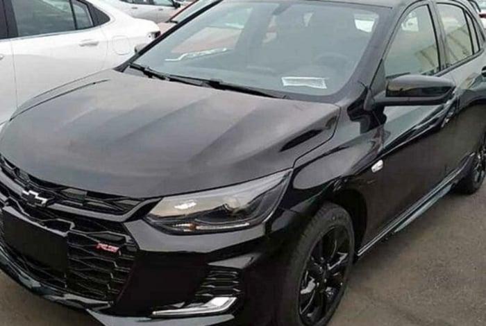 As versões hatch do novo Chevrolet Onix deverão começar a chegar às lojas brasileiras entre o fim do mês e o início de dezembro