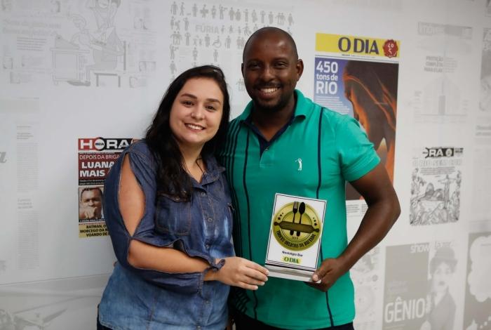 Itamar exibe o Troféu Delícias