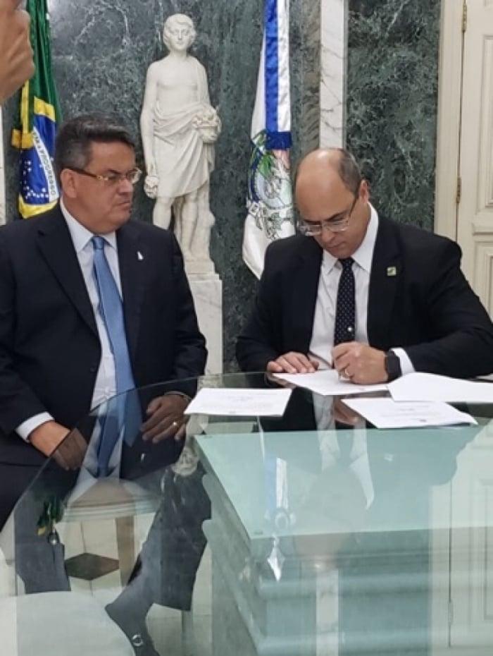 Presidente do Tribunal de Justiça do Rio, desembargador Claudio de Mello Tavares, ficará à frente do governo estadual enquanto Witzel estiver em Lima