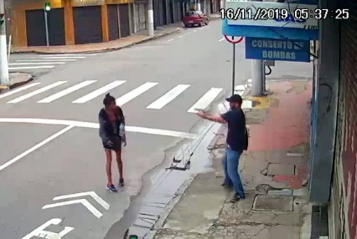 Homem mata moradora de rua a tiros no Centro de Niterói