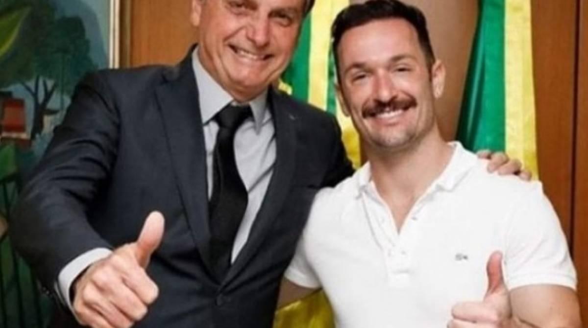 Diego Hypolito ao lado de Bolsonaro