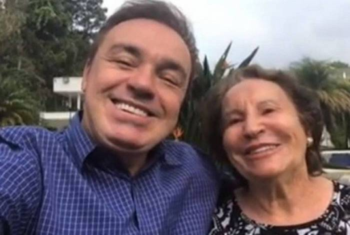 Gugu ao lado da mãe: Maria do Céu, 90 anos