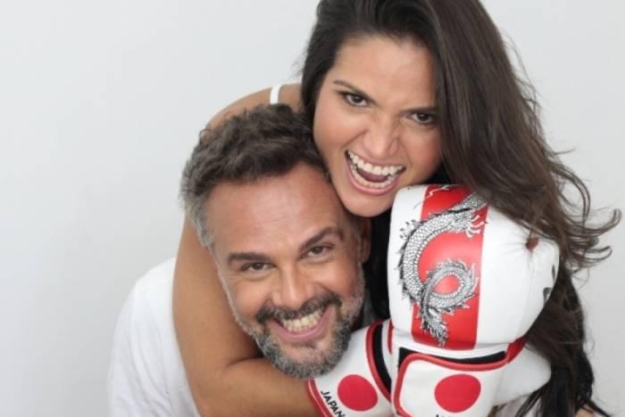 Letícia Karneiro e o marido, João Marcelo Di Martino, protagonizam o espetáculo 'O Primeiro Stand Up de Casal  do Mundo'
