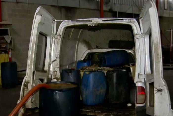 Material era levado para garagens das empresas para ser desviado