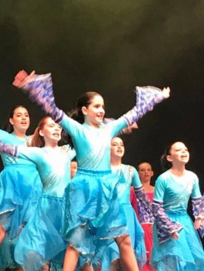 Letícia Mann no palco do Festival de Dança Israelita: vencendo a timidez