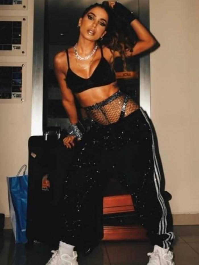A preparação do look de Anitta para a festa Combatchy